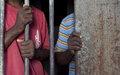 Les Nations Unies soutiennent les efforts nationaux renouvelés contre la détention préventive prolongée